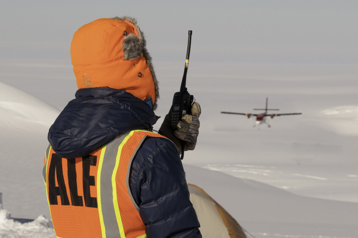 ALE guide talks to incoming Twin Otter by VHF radio