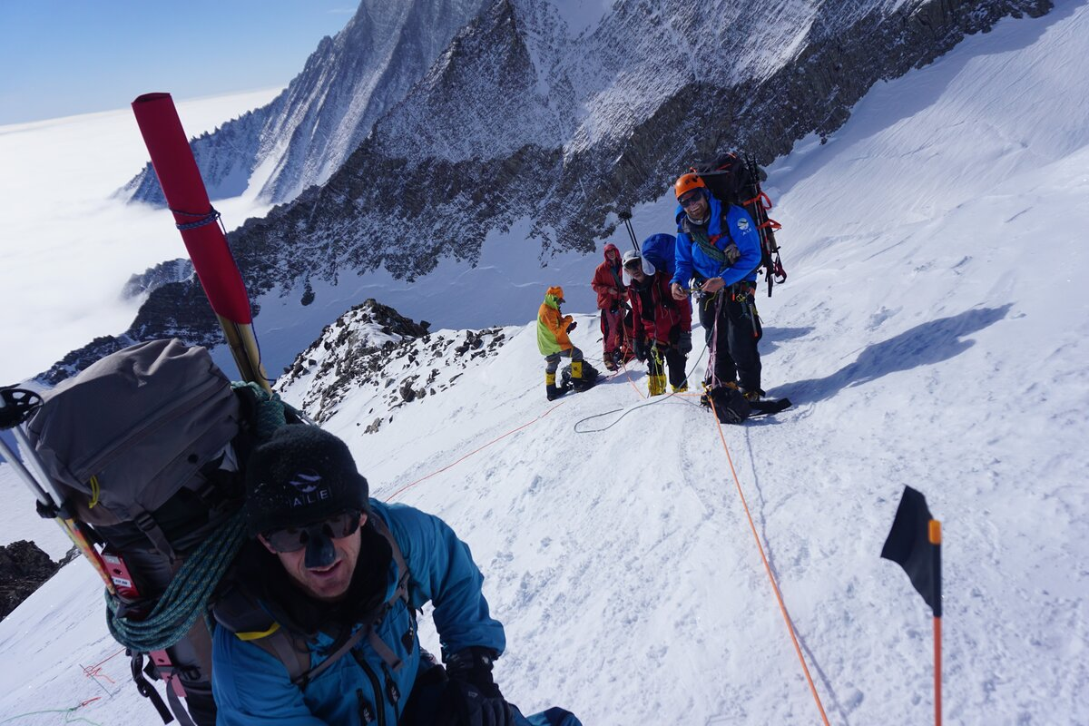 ALE guides lead group on Mount Vinson