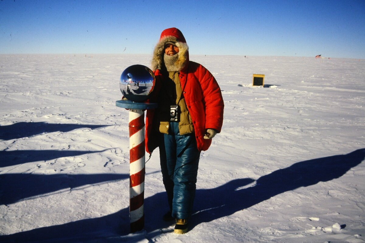 First tourist flight to the South Pole, January 11, 1988