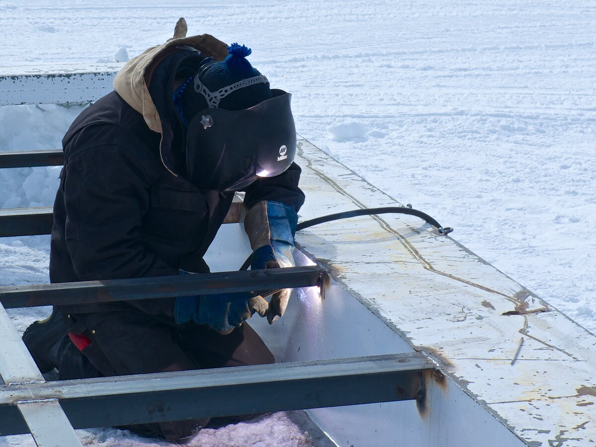 Workshop equipment includes welders, lathe, plasma cutter, crimper for hydraulic-hoses