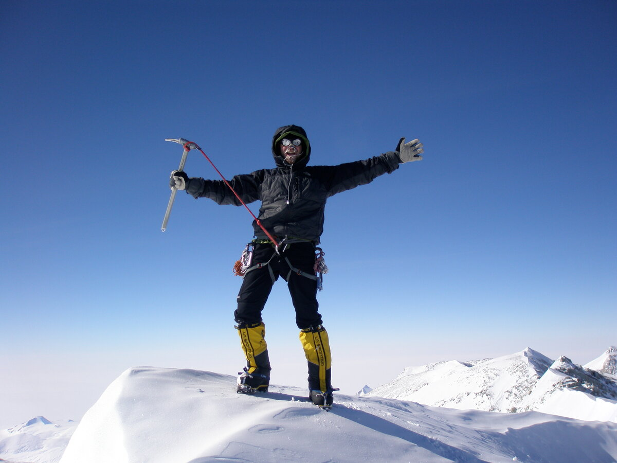 Climber reaches the summit of Mount Vinson