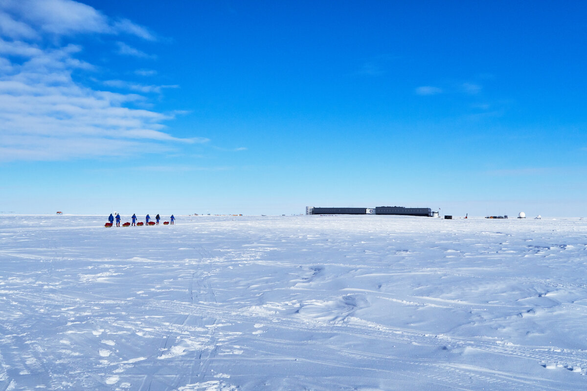Expedition team reaches the South Pole Station
