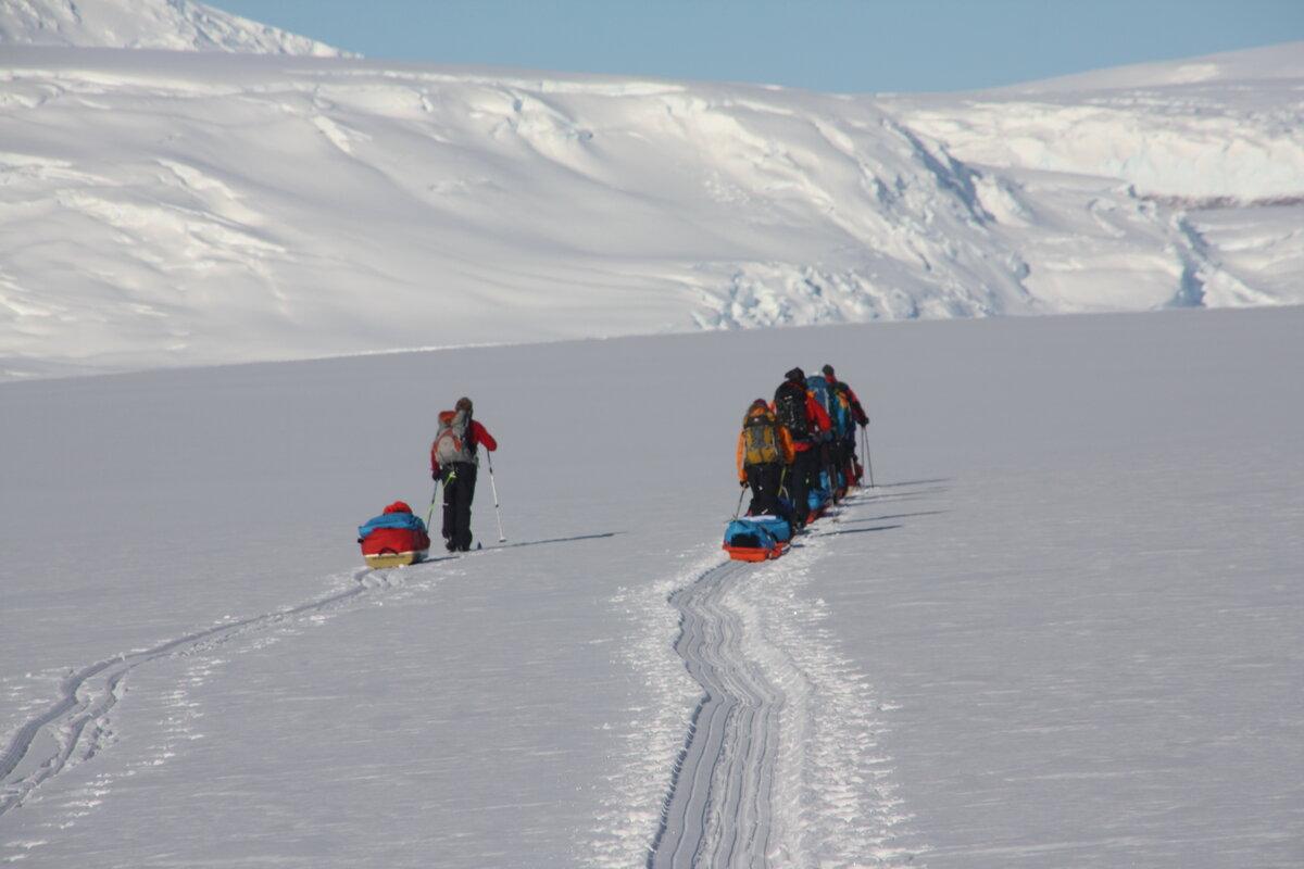 Team pulls sleds up lower Axel Heiberg Glacier