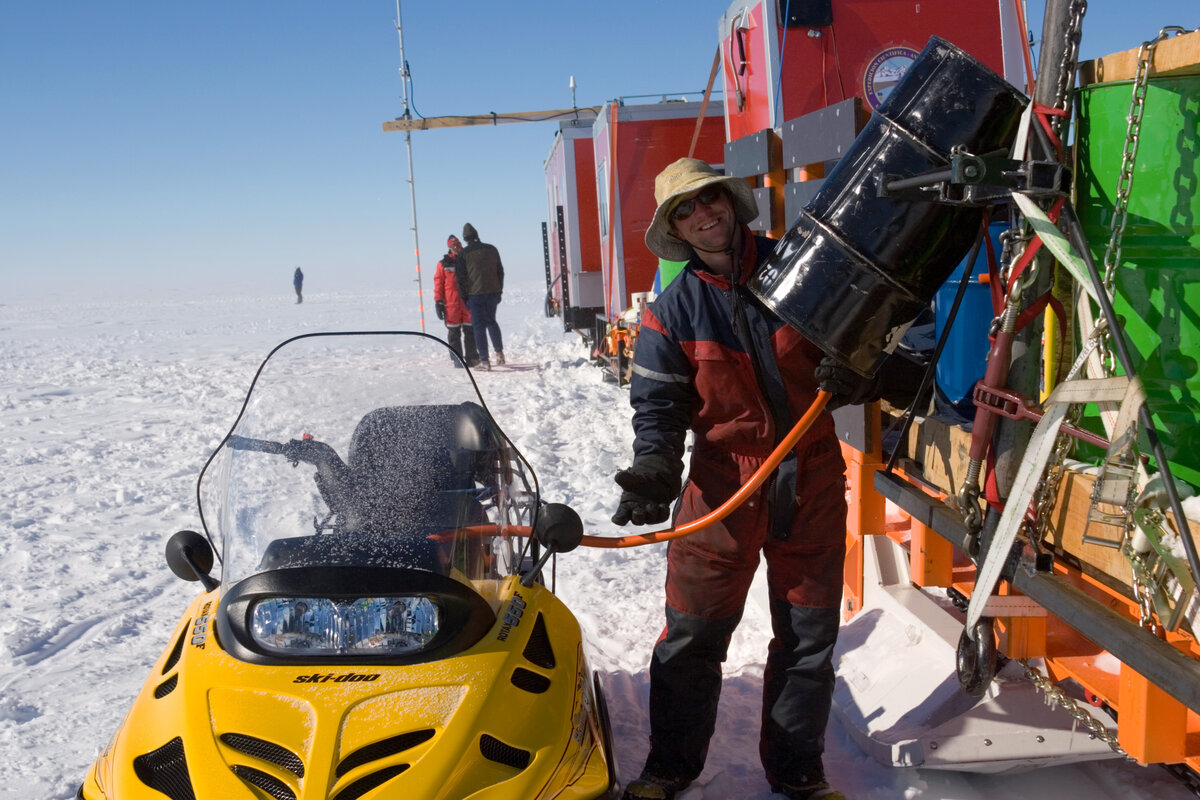 Fuelling a snowmobile on traverse