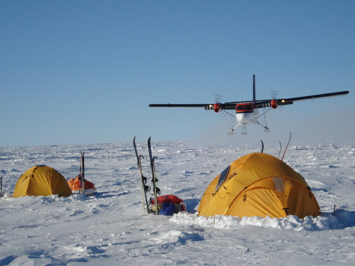 ALE Twin Otter re-supplies ski expedition