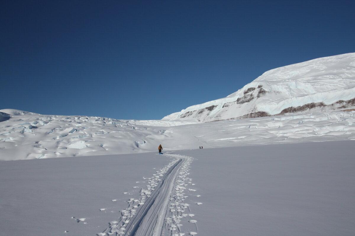 Approaching steeper terrain below the Amundsen Icefall