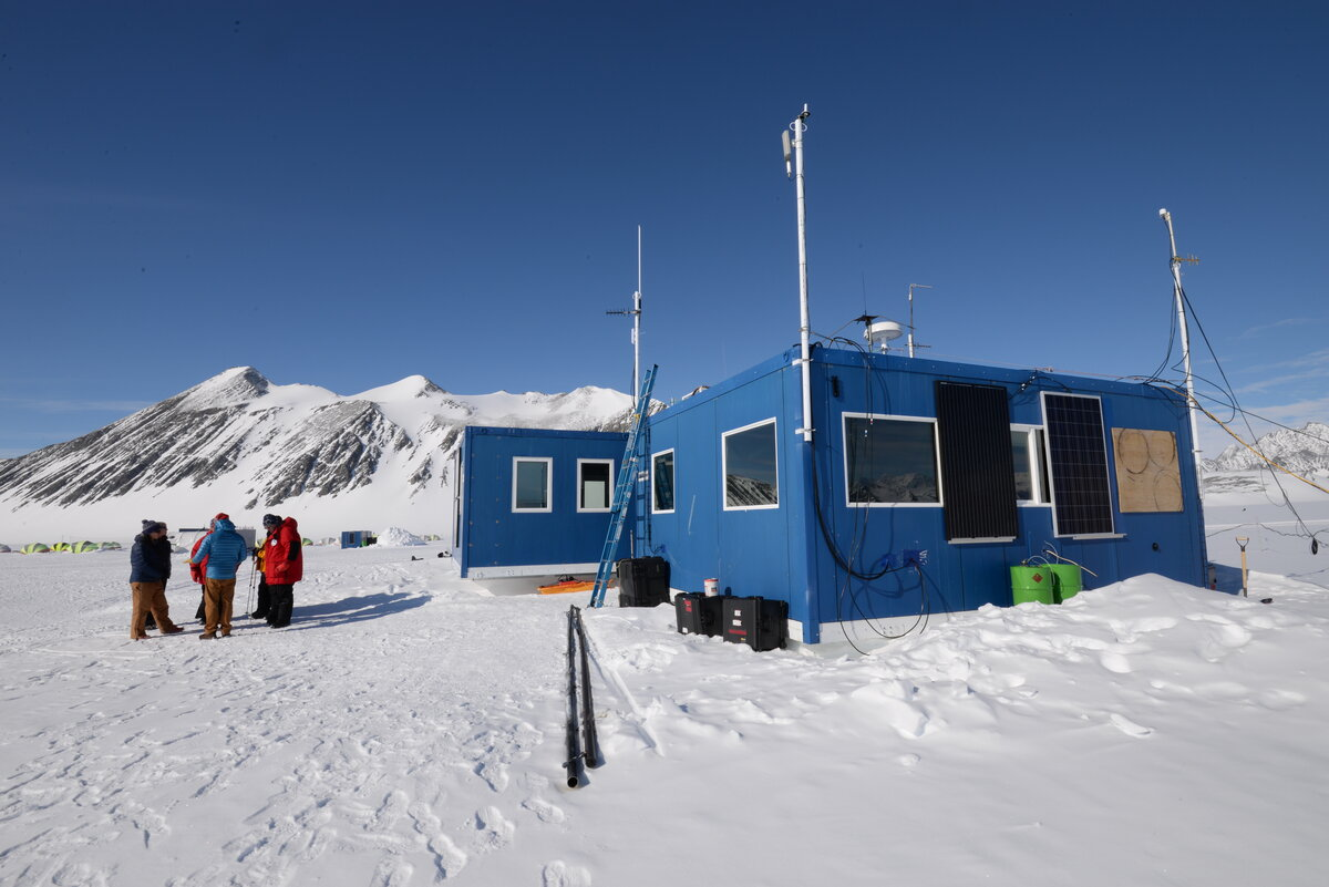 Communications and Operations facilities at Union Glacier